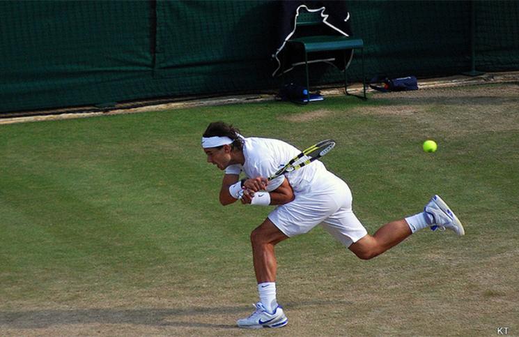 Rafael Nadal retur
