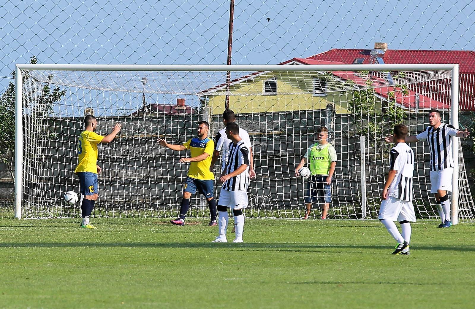 Ilie Gață înscrie primul din cele trei goluri din partida de Cupa României de la Techirghiol